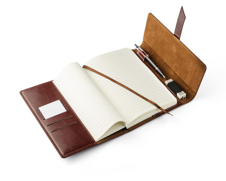 notebook vasco maro deschis